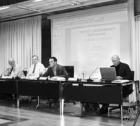 De izquierda a derecha de la mesa se encuentran: Albrecht Stockmayer, David Booth, Pablo Bandeira y Jan Vanheukelom.