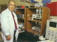 El profesor Alvarez Rivas en su despacho.