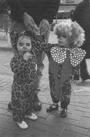 Tantur, pareja de niños disfrazados.