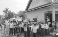 Uno de los primeros colegios en Camboya a los que Negroponte envió ordenadores portátiles.