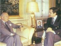 Adolfo Suárez, presidente del Gobierno español, con Josep Tarradellas, presidente de la Generalidad de Cataluña, en el exilio.