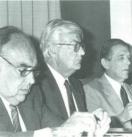 Juan José Pinto, presidente de la Confederación Española de Cajas de Ahorro, junto con Mariano Rubio, gobernador del Banco de España y Javier Vilarasau, durante la inauguración de la Asamblea Anual de la CECA, en Madrid, el 19 de junio de 1990.