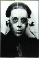 Retrato fotográfico de André Breton, 1924.
