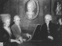 Retrato de la familla Mozart. Wolfgang y su hermana Namerl interpretan a cuatro manos, su<br /><br /> padre les observa de pie, Colgado en la pared un<br /><br /> retrato de su madre, ya entonces fallecida.