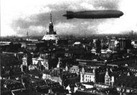 Un Zeppelin sobre la catedral del viejo Berlín (1930).
