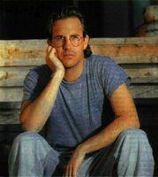 Kevin Costner, ganador de varios Oscar y Kathy Bates, Oscar a la mejor actriz.&lt;br /&gt;<br />