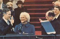 George Bush jura su cargo de nuevo Presidente de los Estados Unidos. Año 1989.