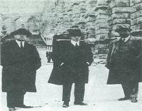 Azorín, Grandmontagne y Urtoli, en Segovia, 1923.