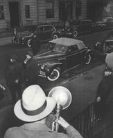 Weegee, Harry Maxwell Shoting Car, 1936.
