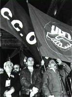 Nicolás Redondo se dirige a los manifestantes.