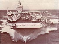 Los portaaviones Dwight D. Eisenhower durante unas maniobras de la OTAN en aguas del Mediterráneo.