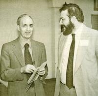 José Ferrater Mora con José Luis González Quirós en la Casa de España de Nueva York, año 1980.