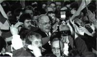 La multitud rodea entusiasta al canciller Kohl en Erfurt, el pasado febrero.