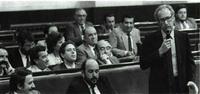 Miguel Boyer, ministro de Economía y Hacienda en el primer Gobierno del PSOE, en el curso de una intervención en el Congreso.