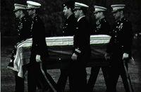 Funerales por el piloto Eugene McCarthy