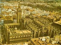 Panorámica de la Catedral y la Giralda vista desde el aire.