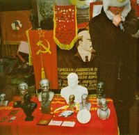 Los restos de la antigua URSS se venden en las calles de Moscú.