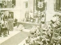 Solemne conmemoración del X aniversario del Estatuto de Autonomia del País Vasco. El lehendakari Ardanza se dirige a los parlamentarios en Guernica (25-8-1989)