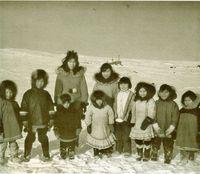 Familia de esquimales. Distinguen, en su idioma sencillo, de 8 a 10 matices del color blanco.