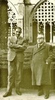 Antonio Fontán con  Sainz Rodríguez en el claustro del monasterio portugués de Batalha, el 4 de enero de 1961. El fotógrafo fue Florentino Pérez Embid.