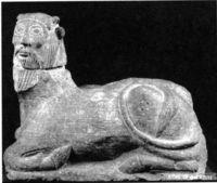 &amp;quot; Bicha &amp;quot; de Balazote (Albacete). En el toro androcéfalo simbolizaban los griegos a los rios, en particular el Aqueloo. La estatua debió de tener en el mundo ibérico connotaciones funerarias.&lt;br /&gt;<br />