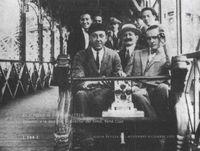 """En el rodaje de """"Entreacto"""" (1924). Delante, a la derecha, el director del filme, René Clair."""