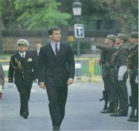 Honores al Príncipe en su entrada al Parlamento.