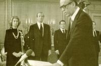 Calvo Sotelo juró su cargo de presidente del Gobierno en presencia de los Reyes de España.