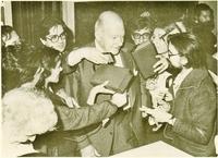 El presidente de la Generalitat de Cataluña, Josep Tarradellas, Tras emitir su voto en el referéndum que aprobó el Estatuto de Sau (25-10-1979).