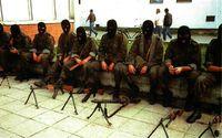 Yugoslavia: los soldados se enmascaran como terroristas.
