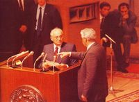 Yeltsin increpa a Gorbachov en el Parlamento Ruso.