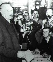 La constribución del veterano canciller alemán, Konrad Adenauer, fue capital para la reconciliación franco-germana y, por tanto, pra la construcción europea.
