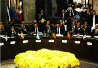 I Cumbre de países Iberoamericanos. Guadalajara (México).