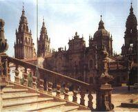 Catedral de Santiago. Fachada y plaza de la Azabachería, donde estuvo el antiguo Paraíso, ante la Puerta de Francia.